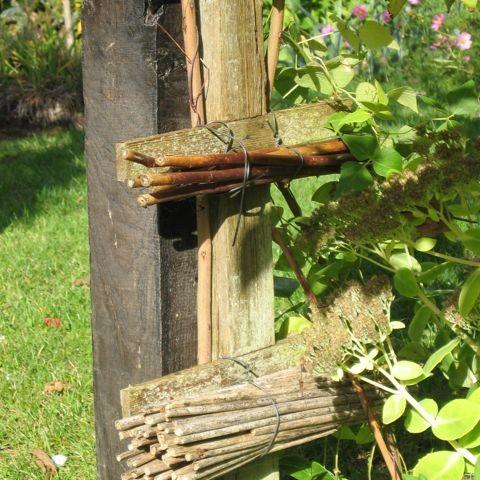 Nichoirs à guêpes et abeilles solitaires