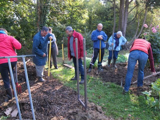 Stage sol vivant essai des outils d 39 miettement du sol for Permaculture bretagne