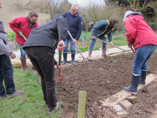 Stage Sol vivant 14 mars 2015 : essai d'outils de travail du sol